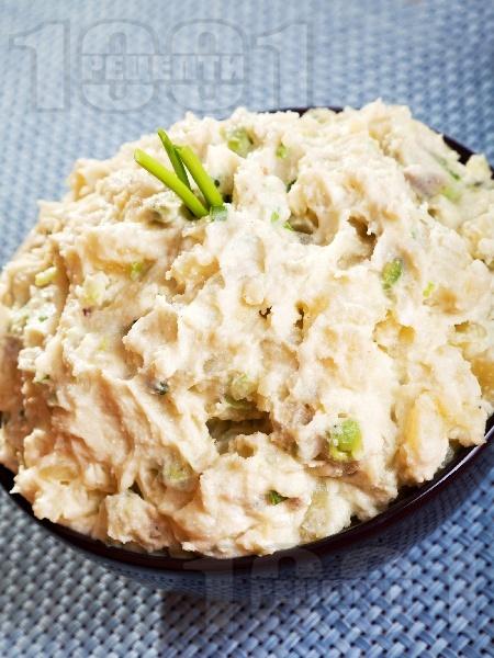 Картофена салата с авокадо, майонеза и крема сирене (без яйца) - снимка на рецептата